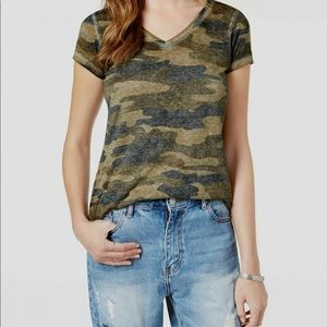 Lucky Brand V-neck camouflage T-shirt XS